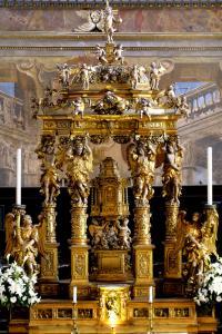 Altare in legno dorato